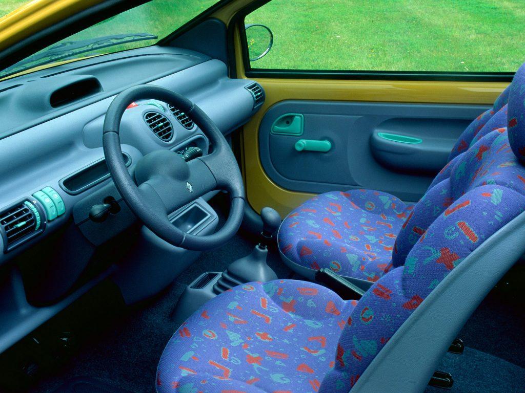 La sellerie flashy de la twingo, avec ses motifs typiquement 90's