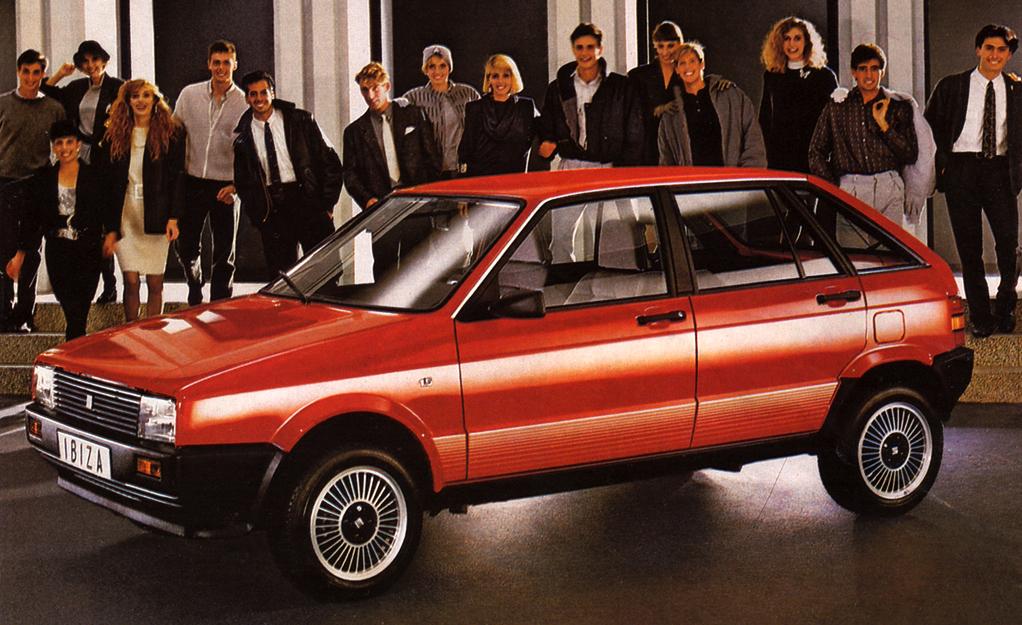 Après être sortie uniquement en trois portes en 1984, l'Ibiza est sortie en cinq portes en 1987 seulement.