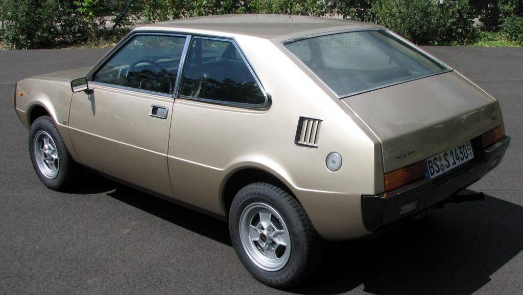 Exception à la règle : la 1200 / 1430 Sport, un très joli coup de crayon italien des années 70, sur base Fiat 127, conçu, produit et distribué exclusivement en Espagne.